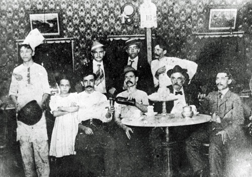 First staff of Los Novedades in 1895