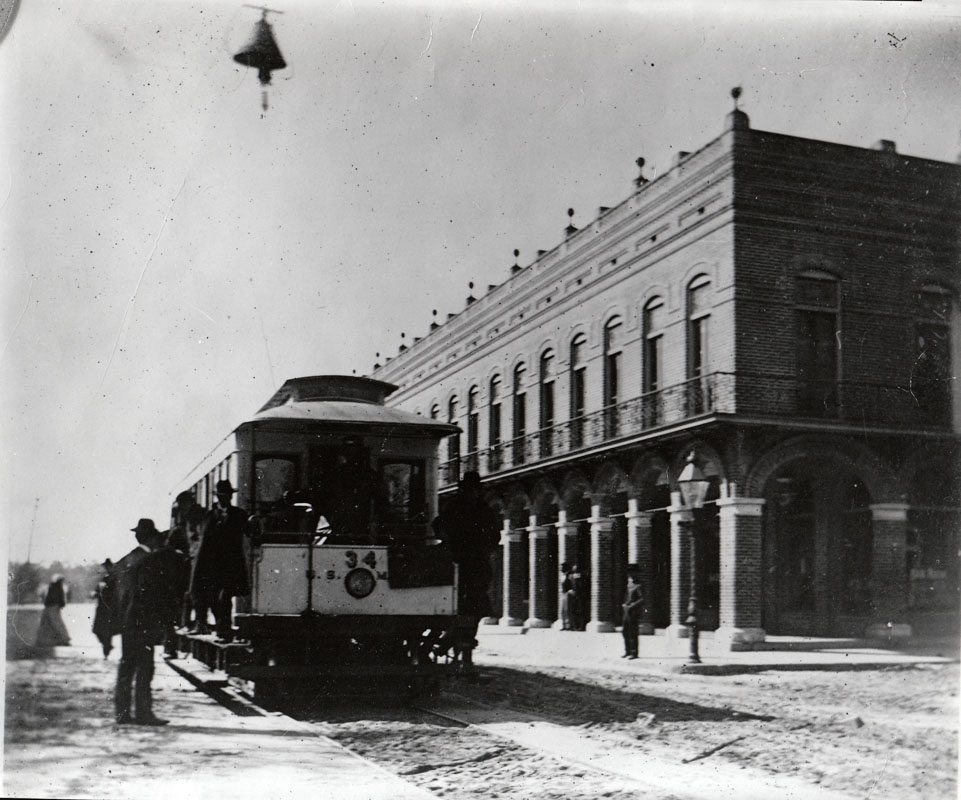 An 1898 photo of El Pasaje with a town car stopping out front