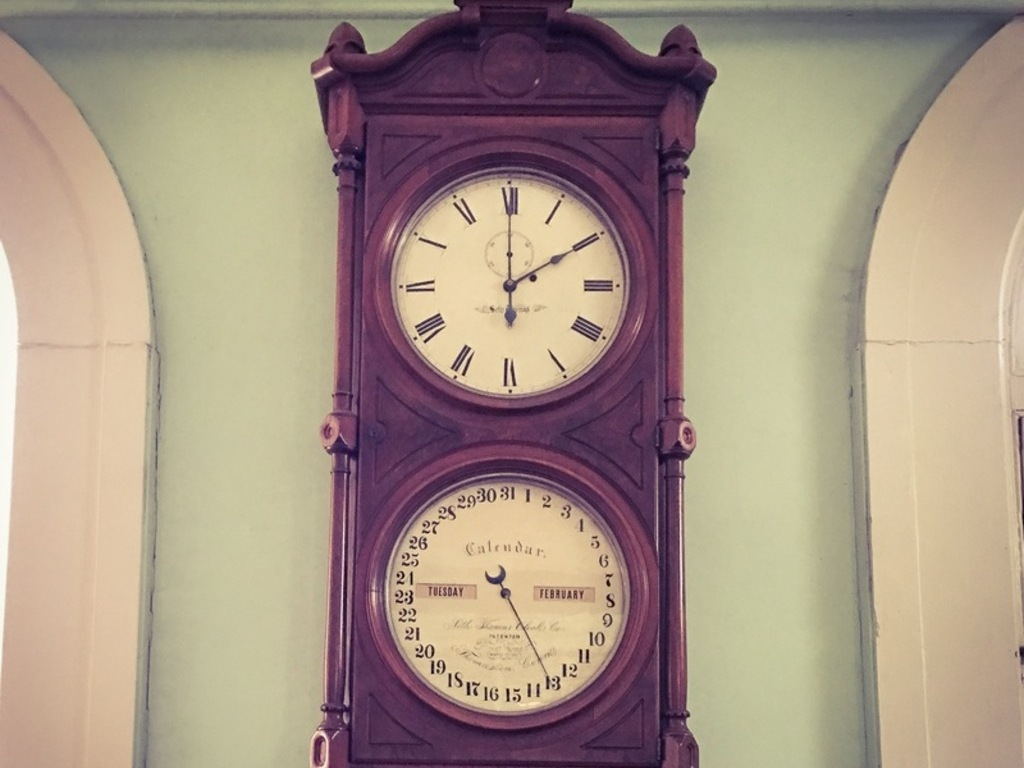 A close-up of the rare Seth Thomas clock, set to the time of the robbery.