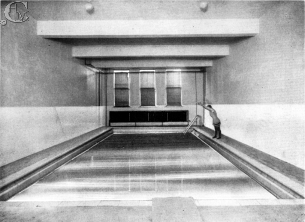 The swimming pool in the 1920s