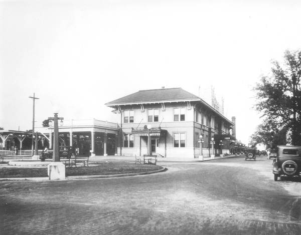 1920s-1930s photo of the station