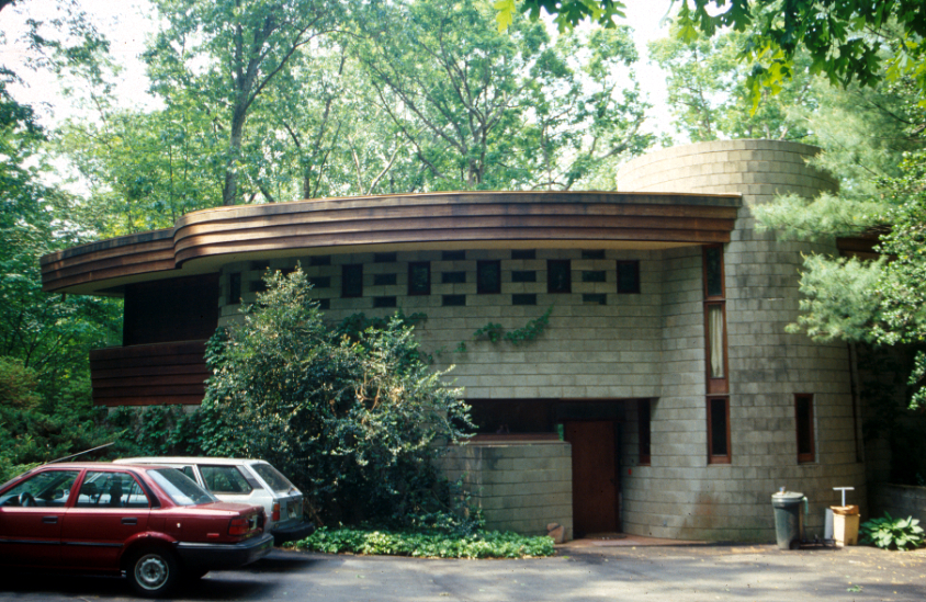 Robert Llewellyn Wright House by Elizabeth Jo Lampl, 2002 (reproduced under Fair Use)