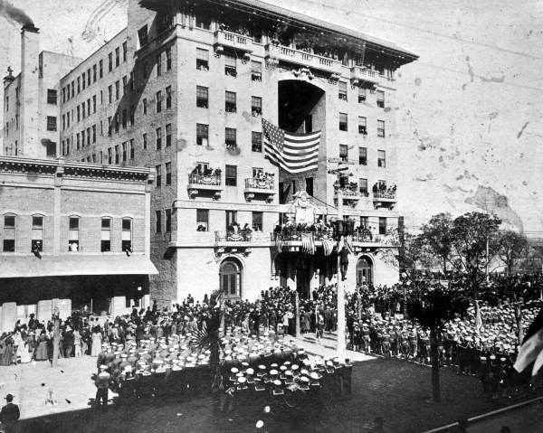 Decorated in a 1911 ceremony honoring sailors of the USS Florida battle cruiser