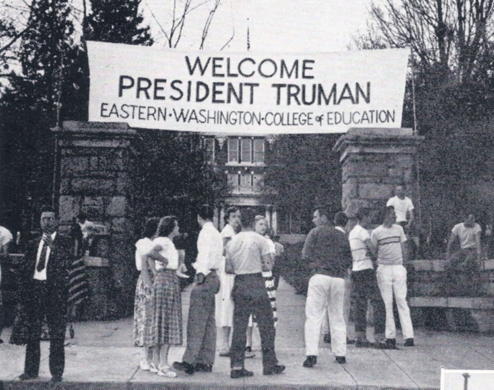 Students wait for the arrival of President Harry S. Truman in May 1950. Photo from Kinnickinik 1950.