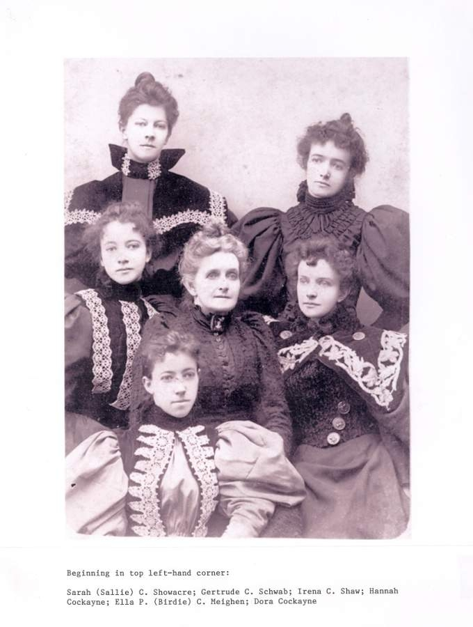 Hannah Cockayne With Daughters