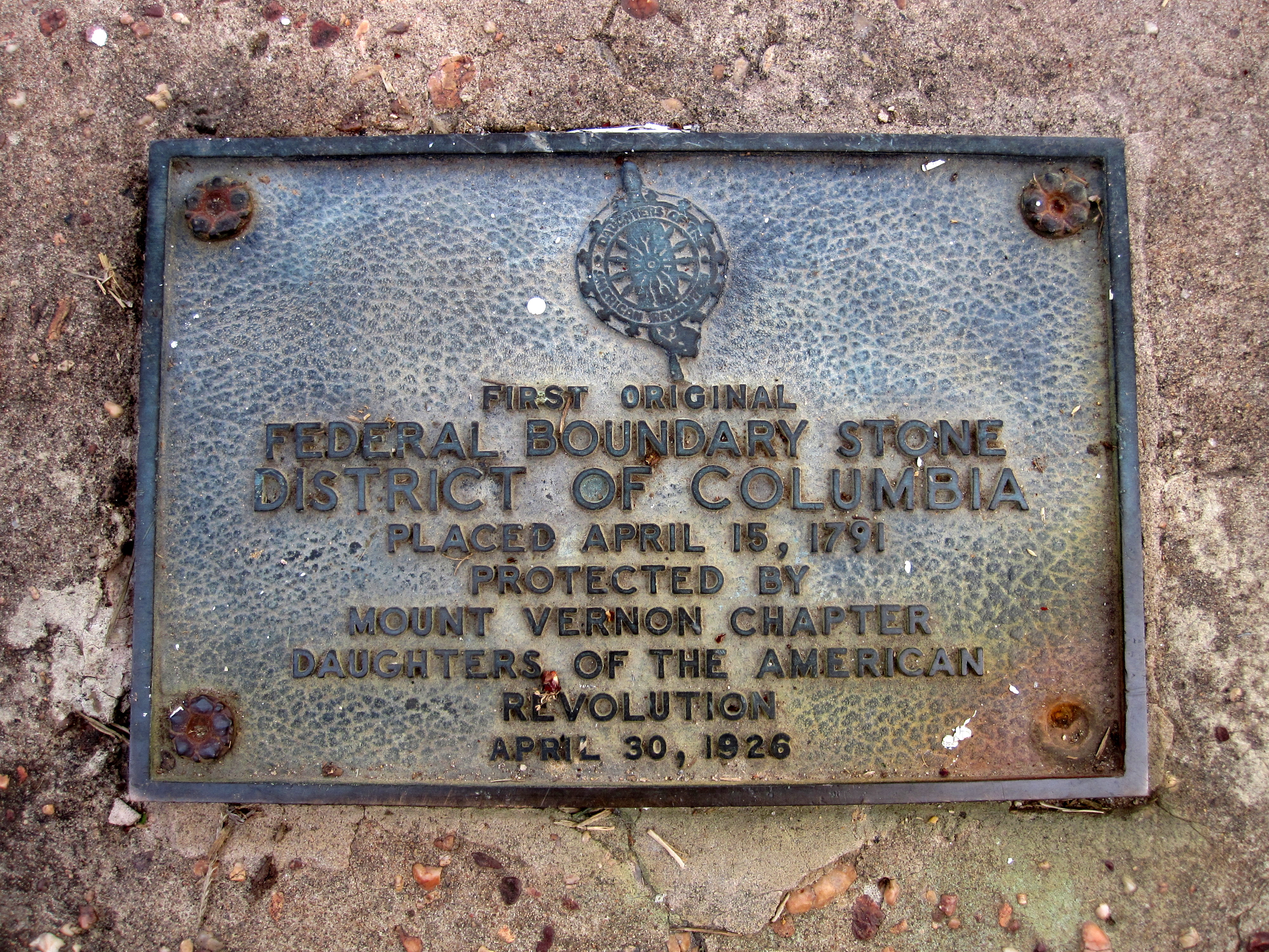 South Cornerstone plaque. Image by Something Original on Wikimedia Commons (CC BY-SA 3.0)