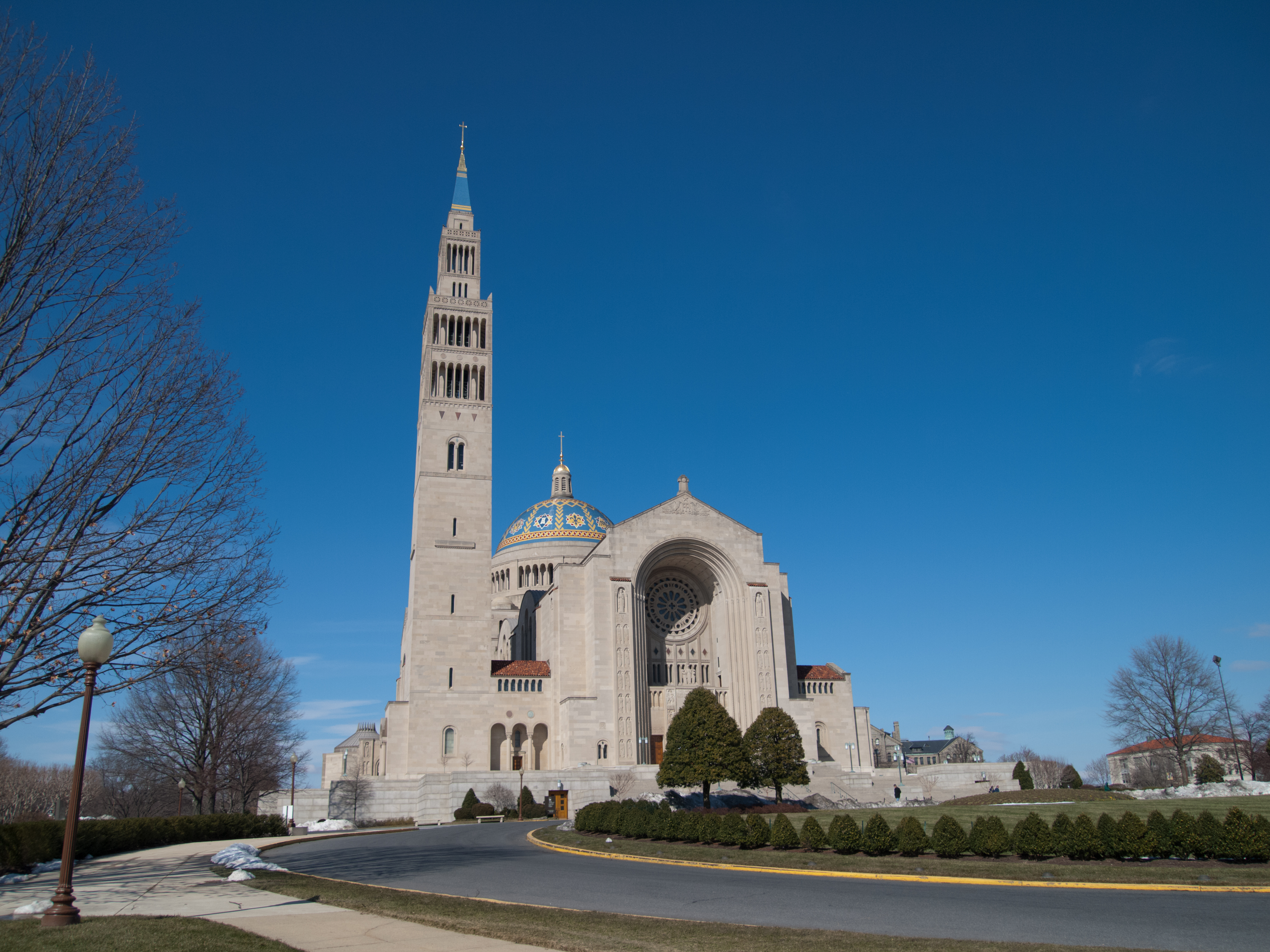 The main façade of the Basilica of the National Shrine of the Immaculate Conception. Image by Joseph V - originally posted to Flickr as Jesus Mountain, CC BY-SA 2.0, https://commons.wikimedia.org/w/index.php?curid=9601280
