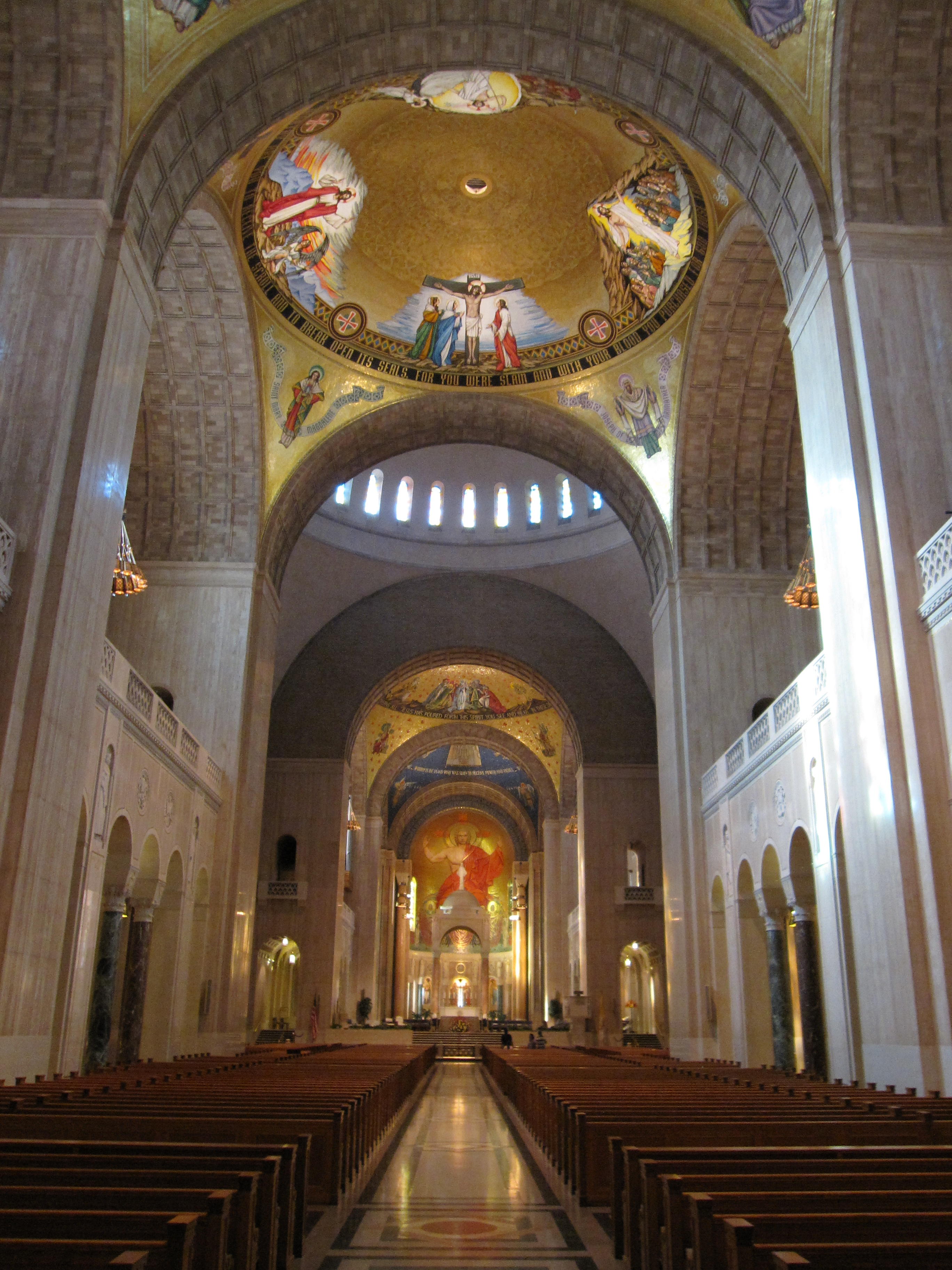 Interior view of the Basilica of the National Shrine of the Immaculate Conception. Image by Gryffindor - Own work, CC BY-SA 3.0, https://commons.wikimedia.org/w/index.php?curid=10621405