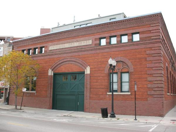 This building was constructed as a warehouse for Mandel Brothers, a former Chicago retail store on State Street.