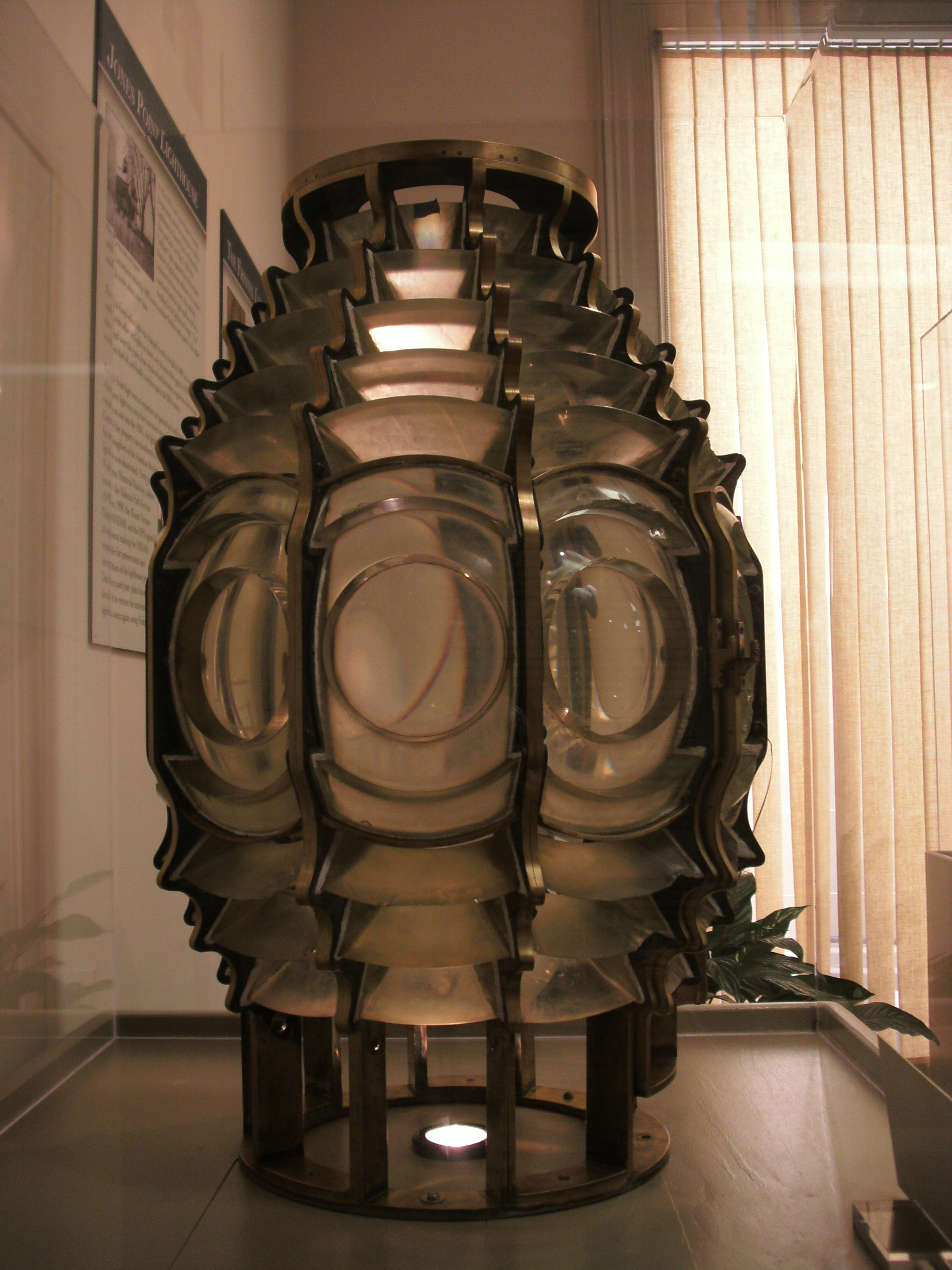 The fifth-order Fresnel lens once used at the lighthouse, on display at The Lyceum, Alexandria's history museum. Image by Ser Amantio di Nicolao at English Wikipedia, CC BY 3.0, https://commons.wikimedia.org/w/index.php?curid=26636088