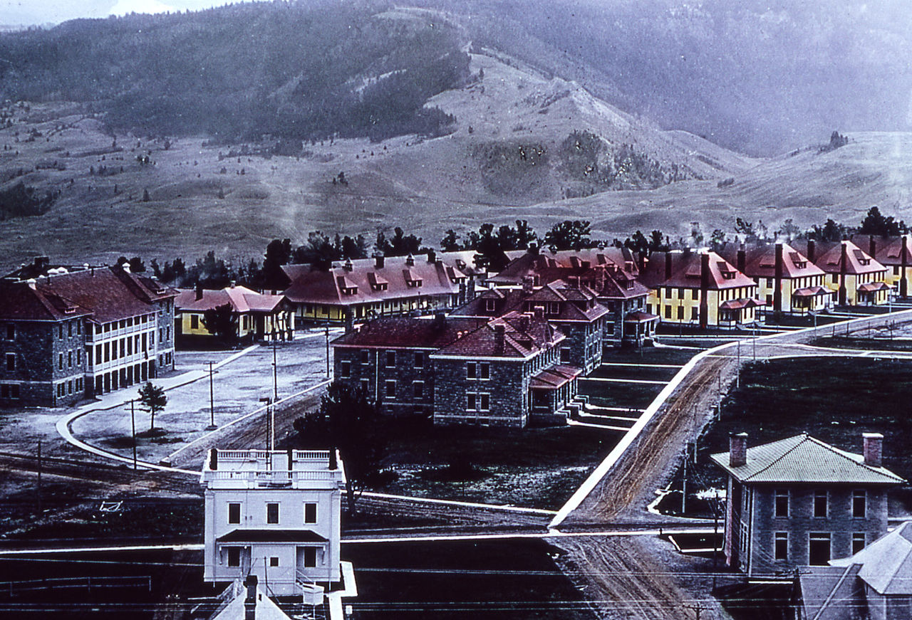 Colored 1910 photograph of Fort Yellowstone