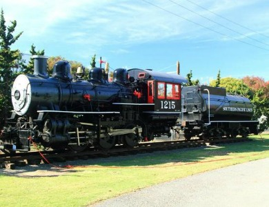 Southern Pacific Railroad Steam Locomotive #1215 at History Park (image from History San Jose)