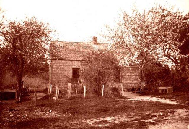 Turner Burr house where descendants of New Guinea lived until turn of century. House burned down.