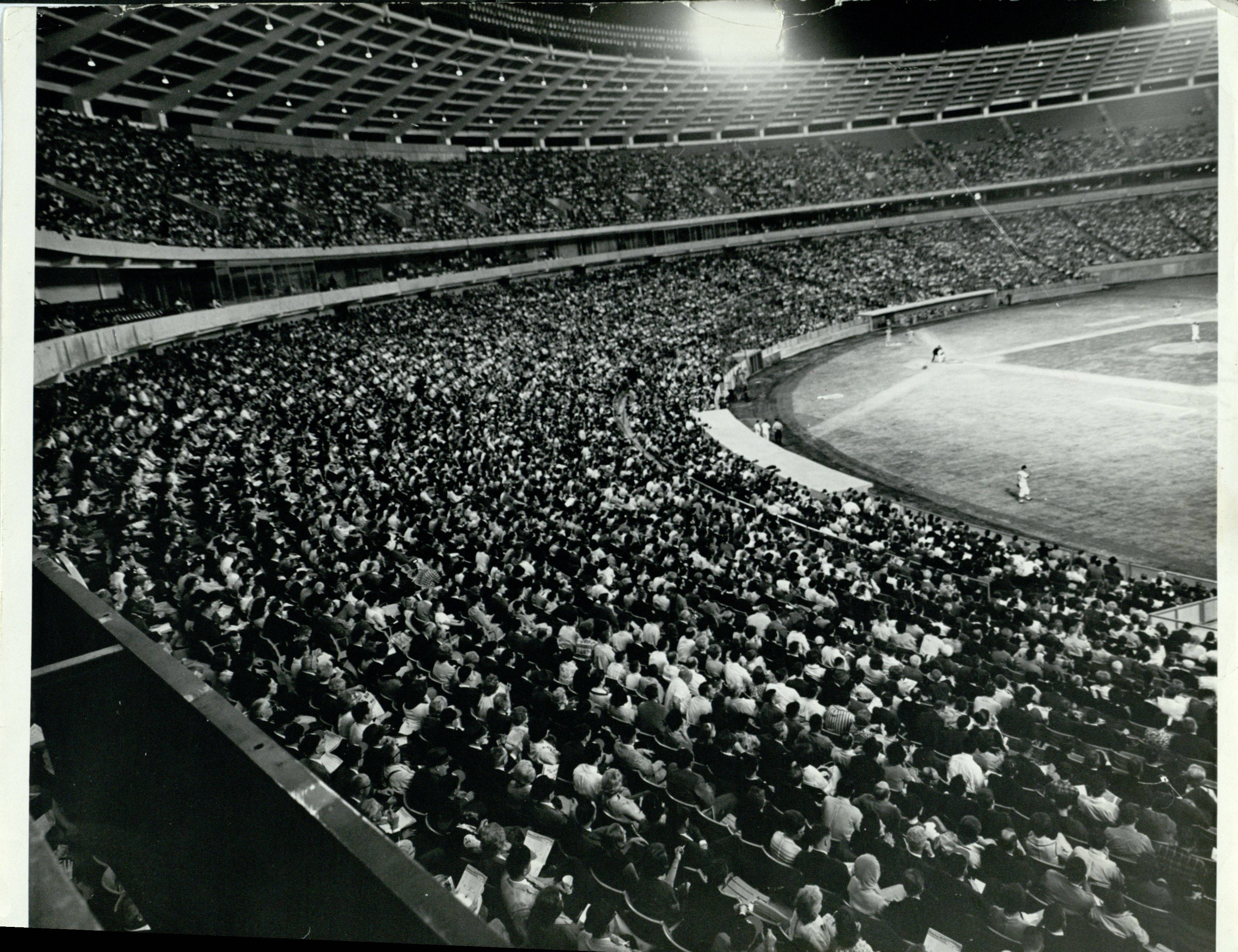 Sold Out Crowd at Atlanta Fulton County Stadium