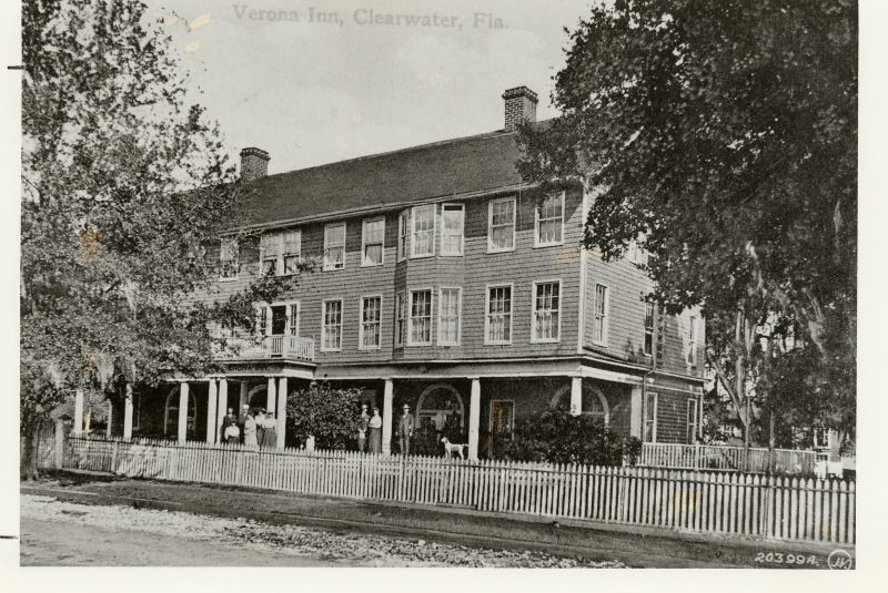 Hotel owner George Washburn converted the two-story Verona Inn to a four-story structure and renamed the hotel the Gray Moss Inn in 1926.