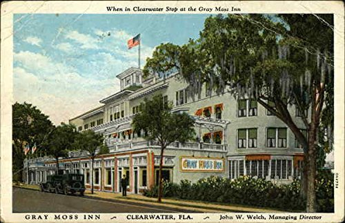 This postcard depicts the Gray Moss Inn in the mid-1930s