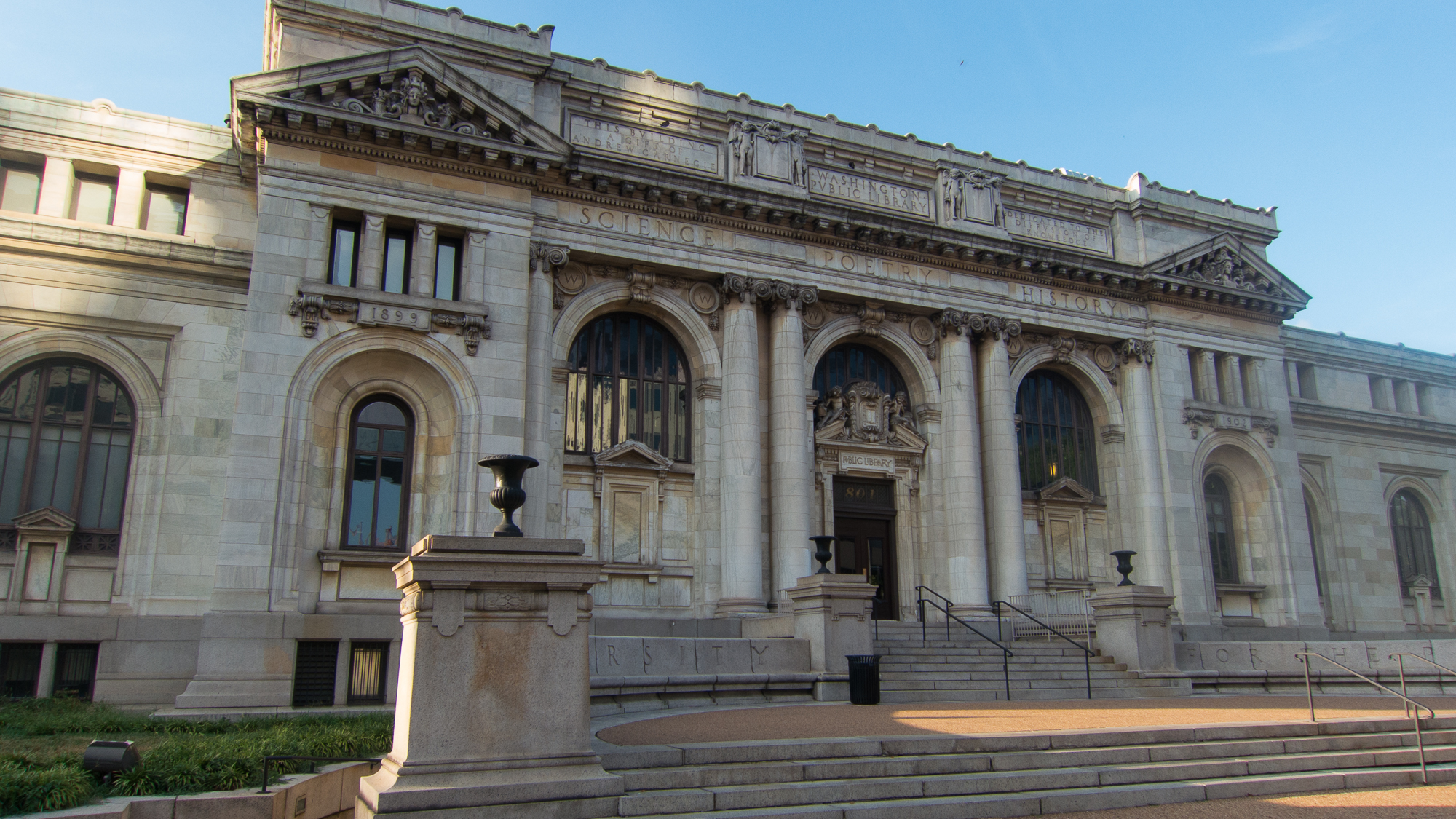 Entrance to the Carnegie Library. Image by Mark Schierbecker - Own work, CC BY-SA 4.0, https://commons.wikimedia.org/w/index.php?curid=34665265