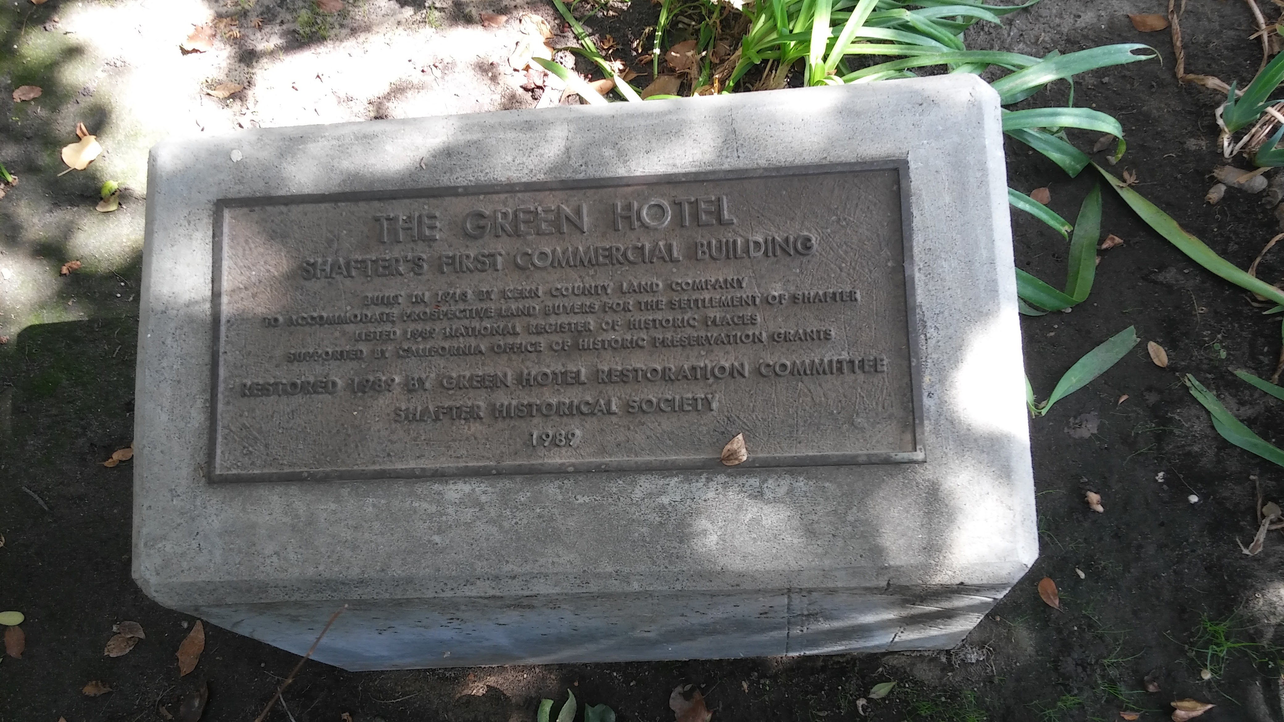 Plaque stating that the Green Hotel had been placed on the National Register of Historic Places.