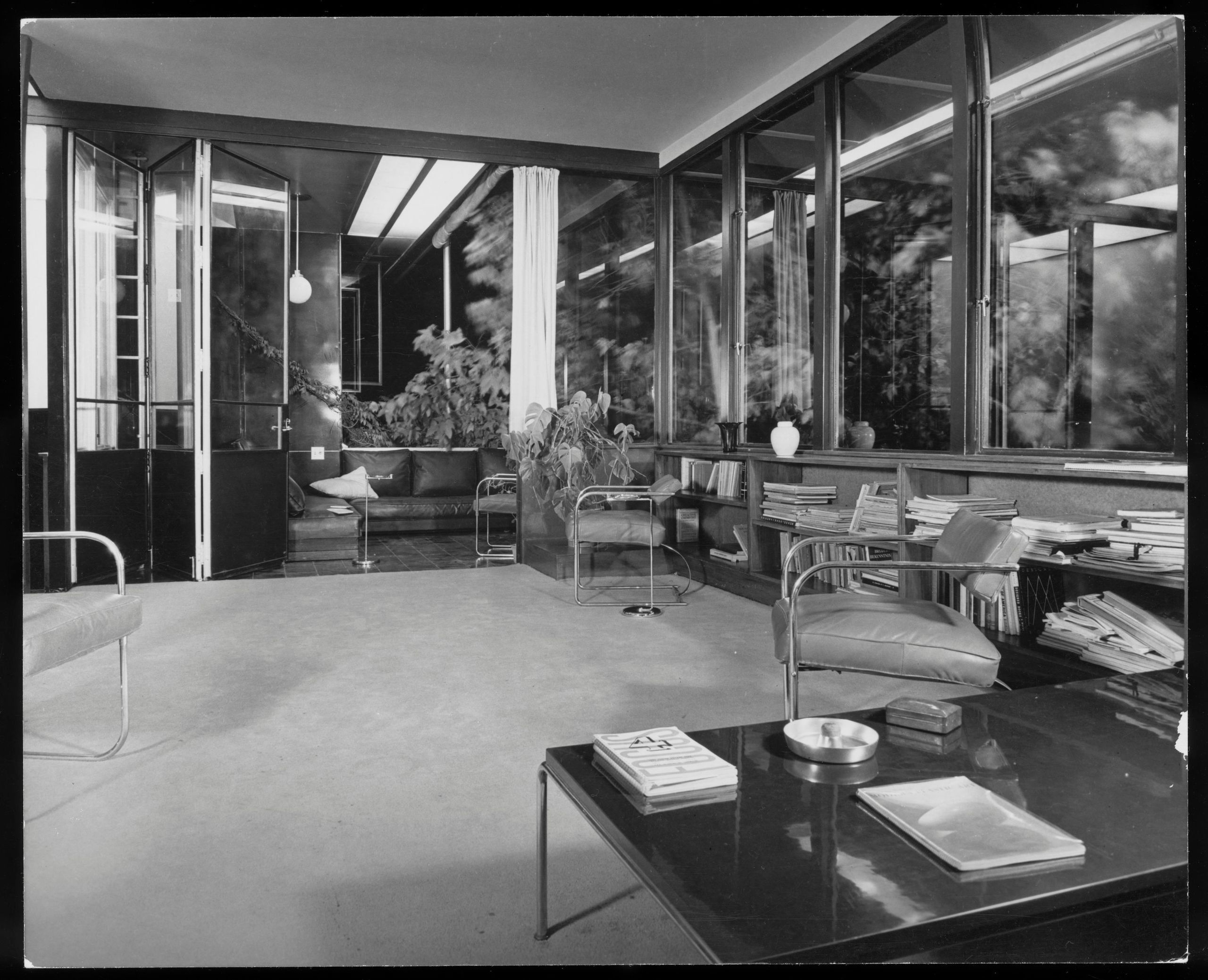 The interior of VDL I with a lived in appearance thanks to the Neutra family.