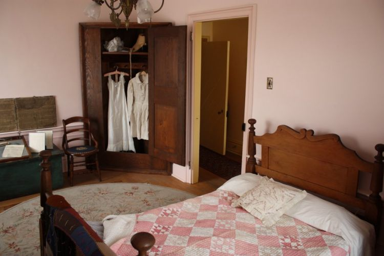 A bedroom within the Passavant House.