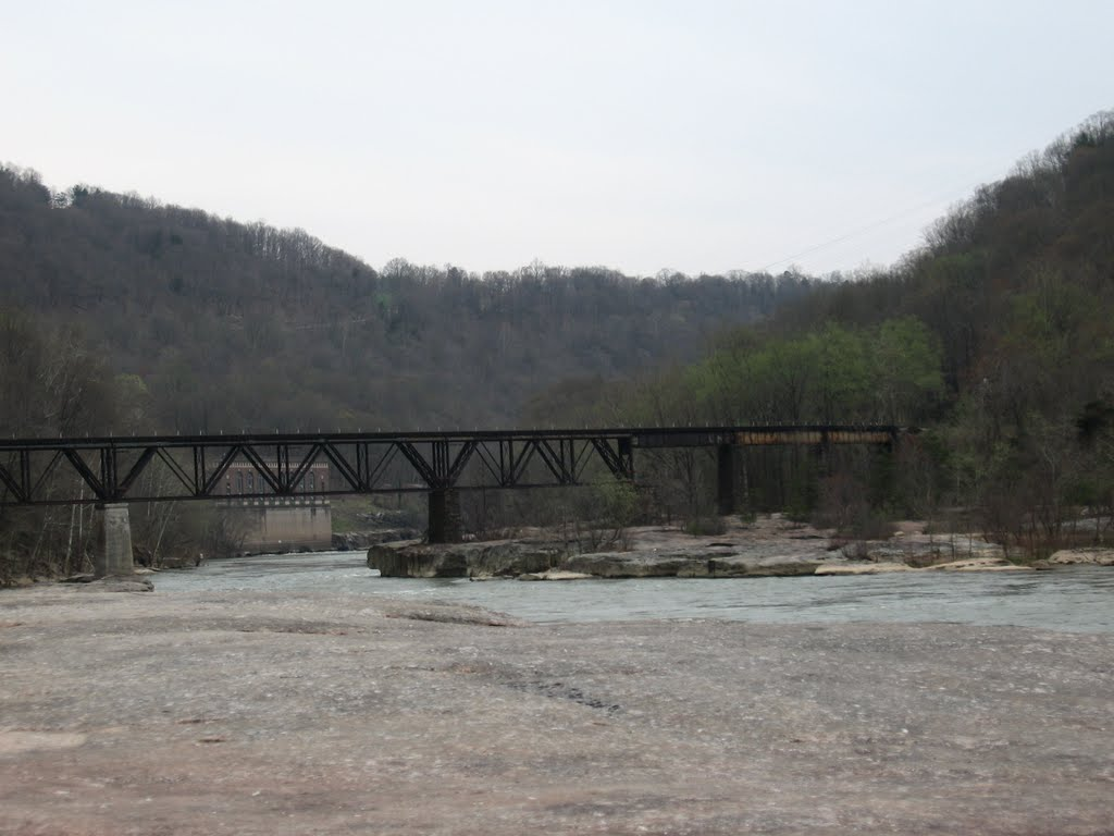 The trestle bridge that the Italian stonemasons are believed to have worked on. (via Doug Lilly http://www.panoramio.com/photo/39481314)