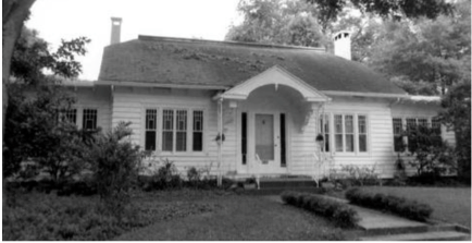 A black and white photo of the Eastin House located at 1327 Eastin Avenue prior to the remodeling and renovation that took place on the early 1970's.