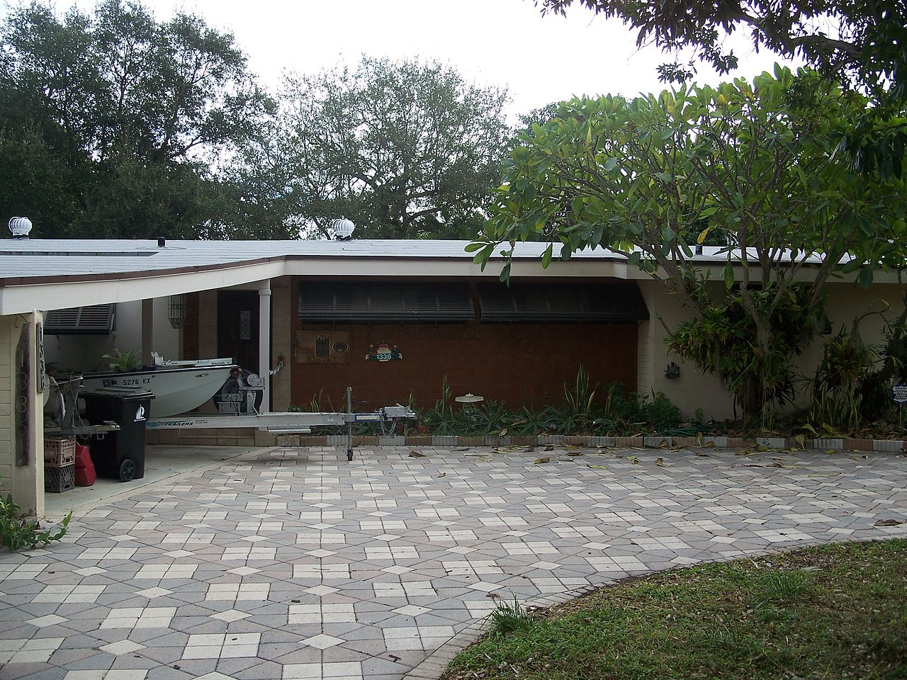 The Dr. Willard Van Orsdel King House was built in 1951 and is a fine example of Modern architecture.