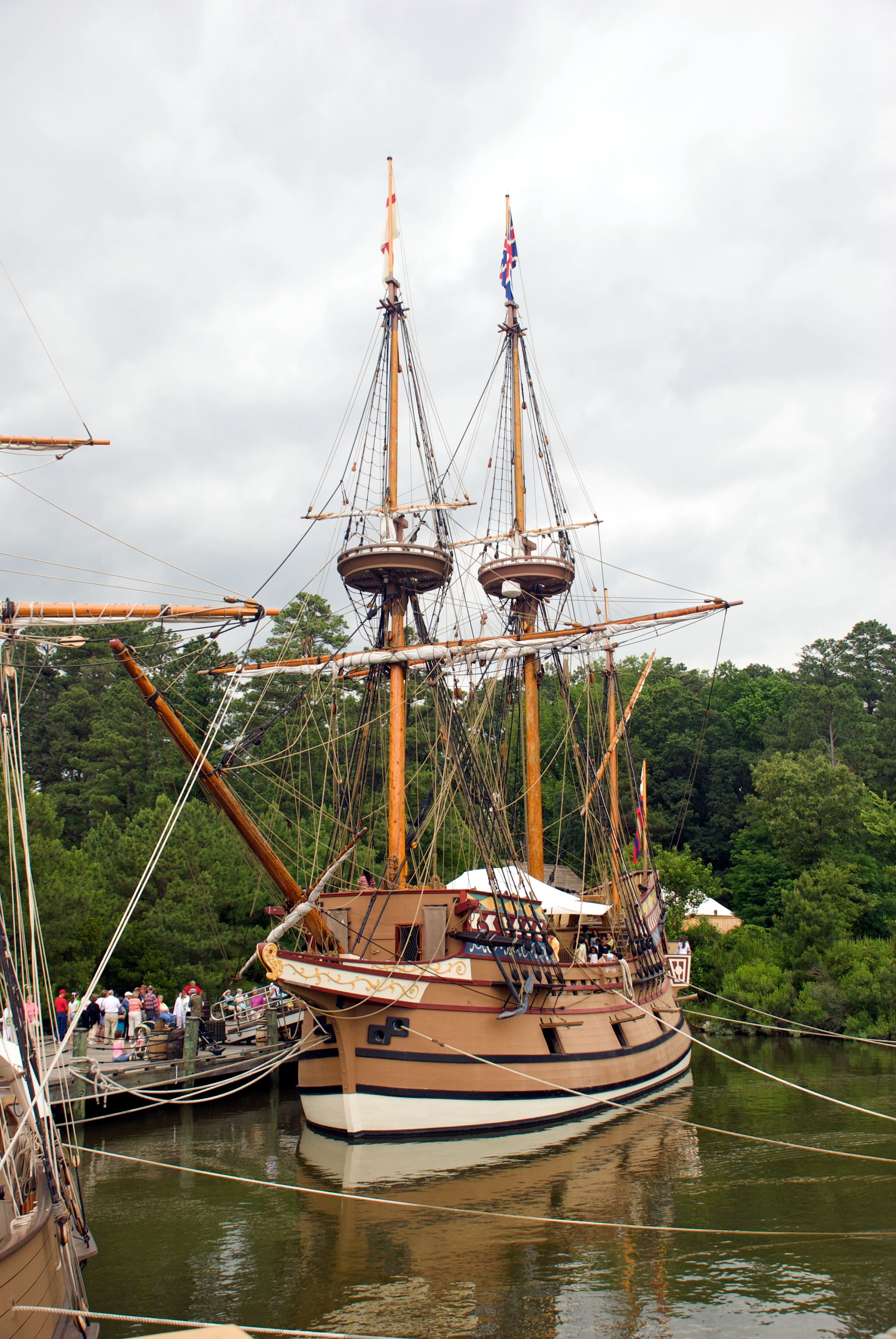 Replica ship Susan Constant in port at Jamestown Settlement by Warfieldian on Wikimedia Commons (CC BY-SA 3.0)