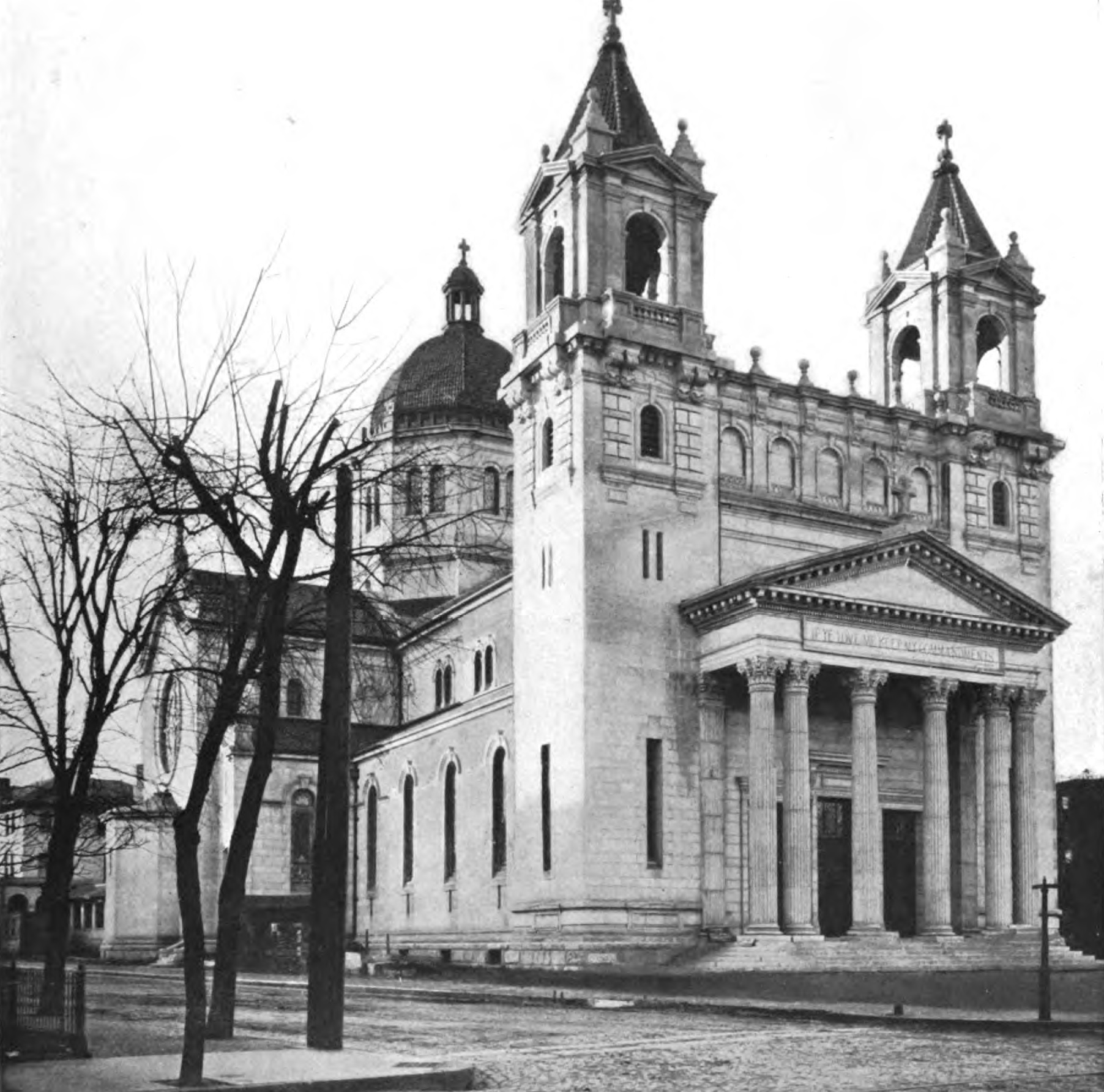 "Cathedral ca. 1914. Photograph from ""Underwood & Underwood, N.Y."" - Google Books (http://books.google.com/books?id=KL4YAAAAYAAJ), PD-US, https://en.wikipedia.org/w/index.php?curid=37020010"