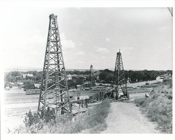 How a typical drilling site in Colorado appeared at the time of the discovery of the Boulder Oil Field