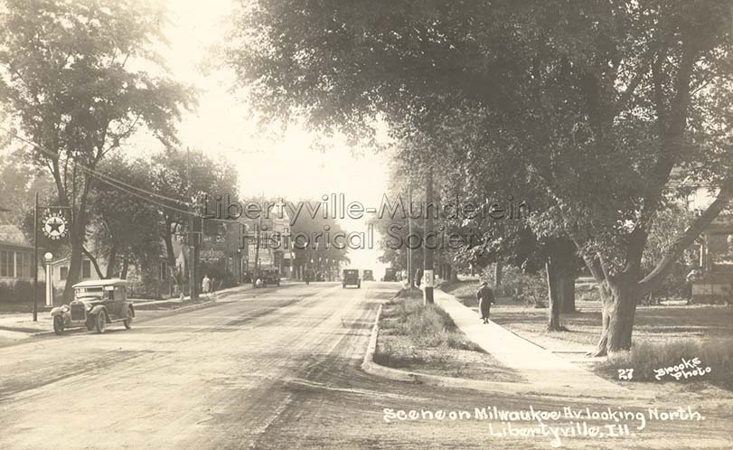 Milwaukee Avenue looking north from Broadway, 1916-1923