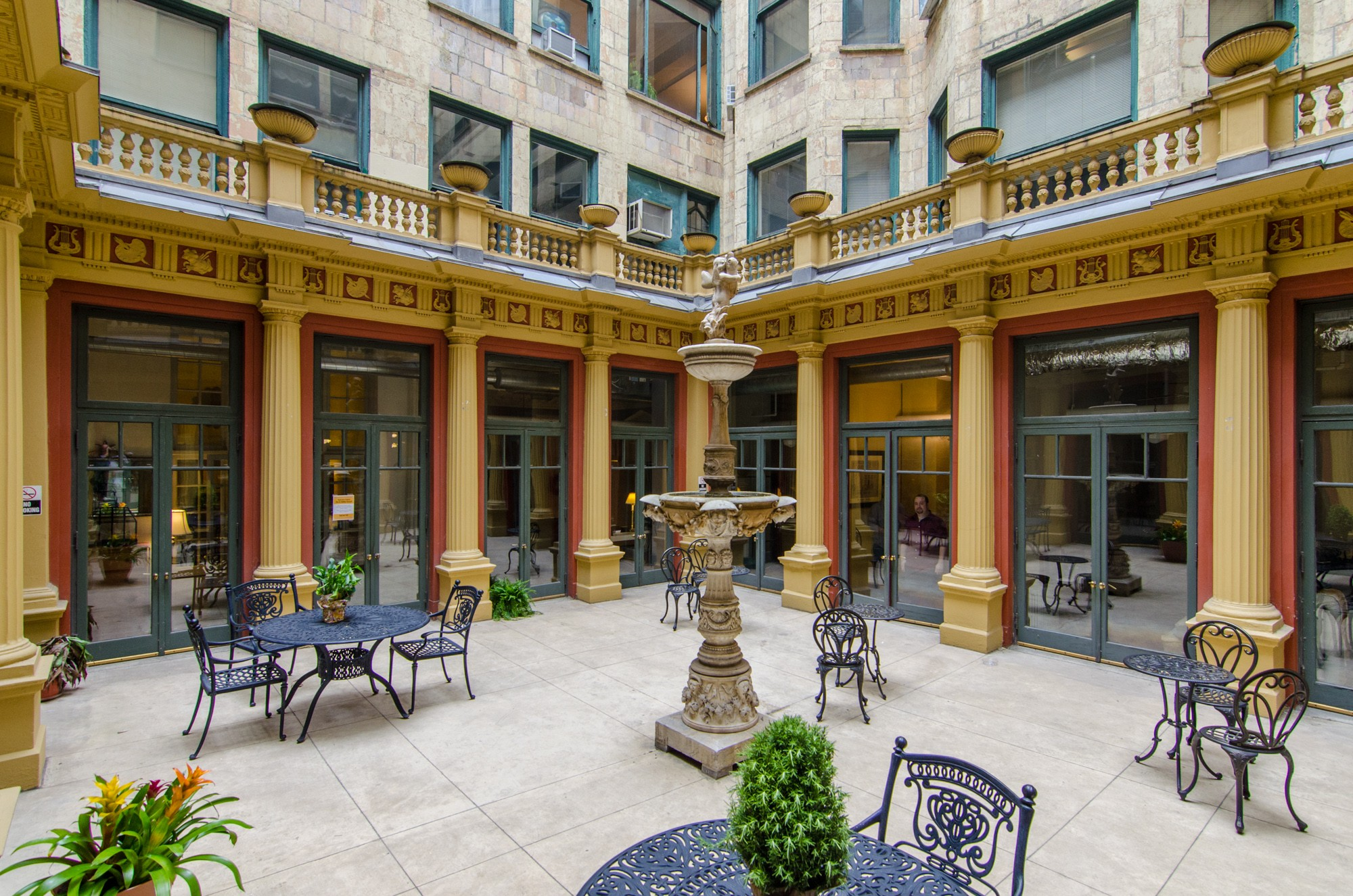 View of interior courtyard, Fine Arts Building (image courtesy of Open House Chicago).