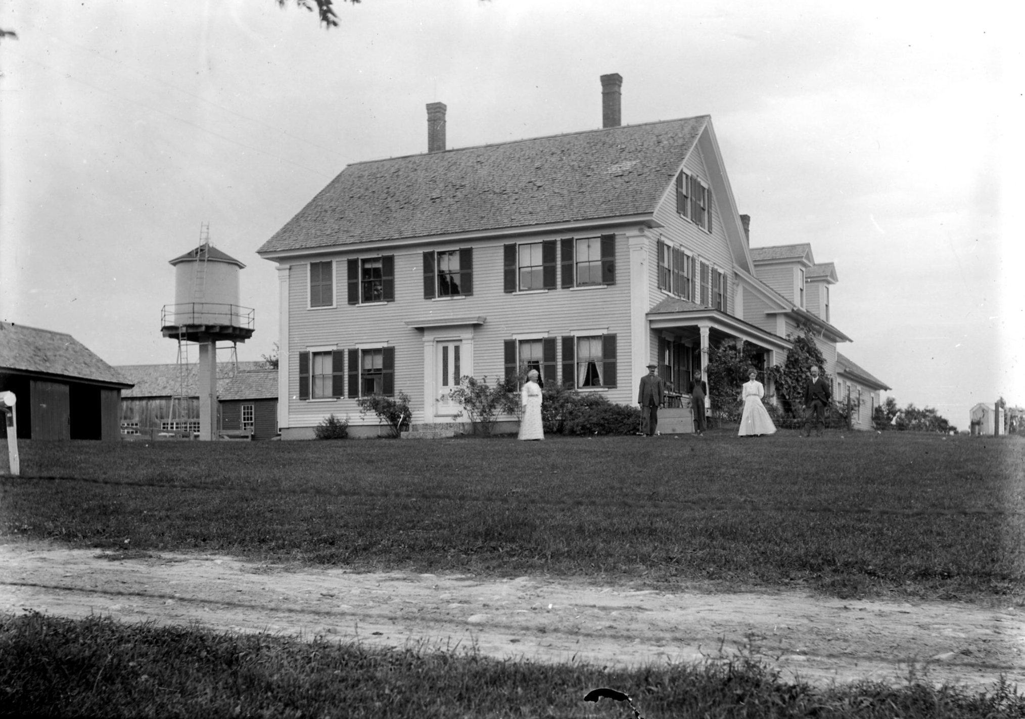 Photograph of Joseph Barnard's home, located at 1030 Briar Hill Rd.