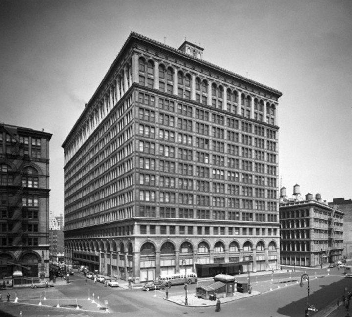 A full view of the Wanamaker Building prior to being enclosed by larger buildings in Philadelphia's City Center.