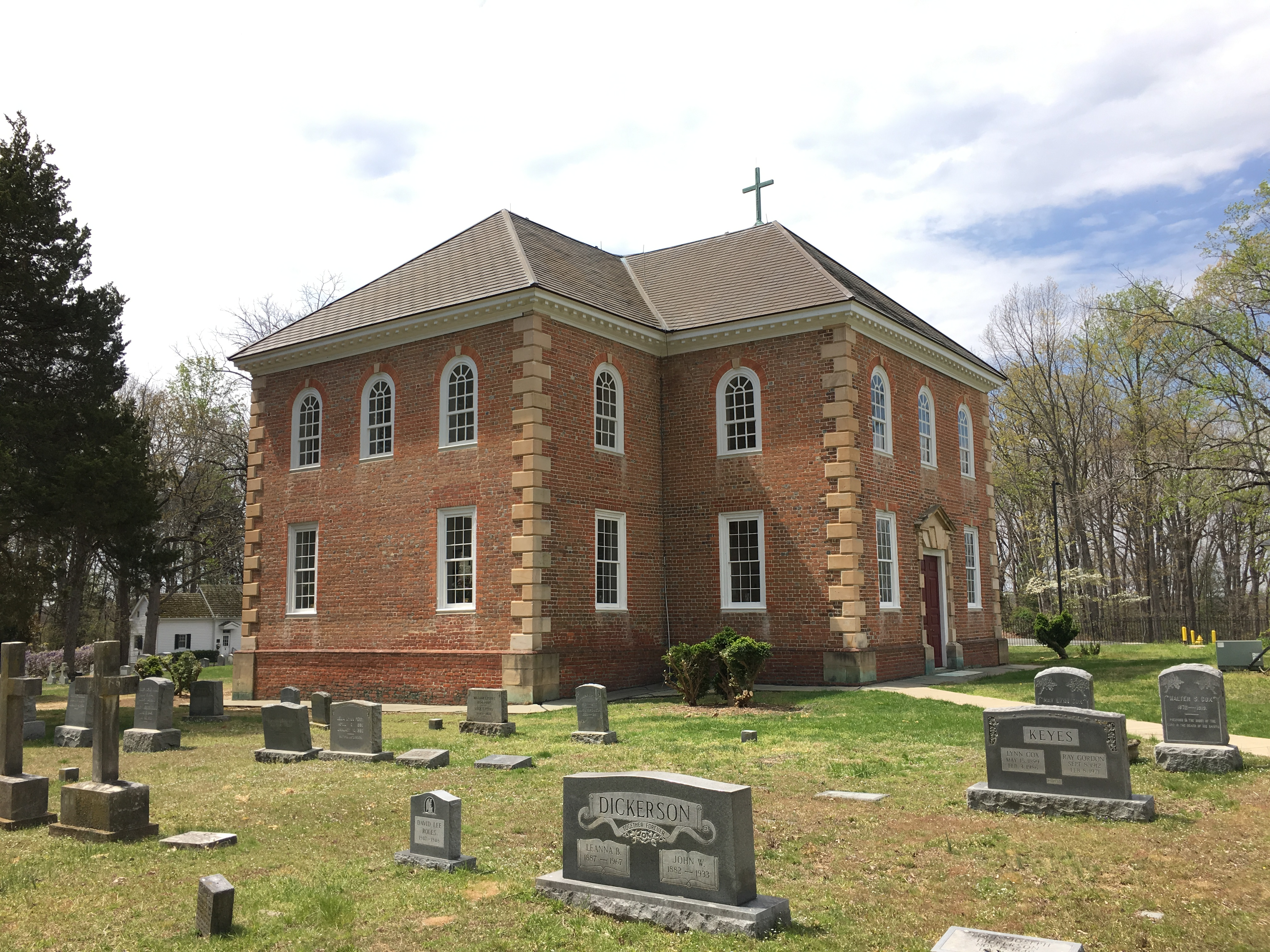 Aquia Church and cemetery, side view.By Justin.A.Wilcox - Own work, CC BY-SA 4.0, https://commons.wikimedia.org/w/index.php?curid=48193969.