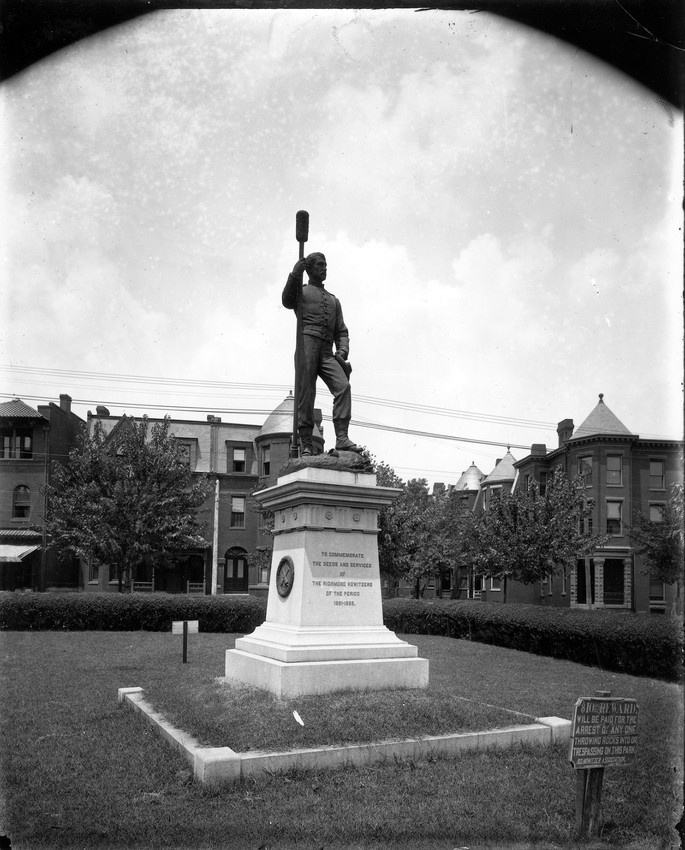 Statue, Monument, Black-and-white, Landmark