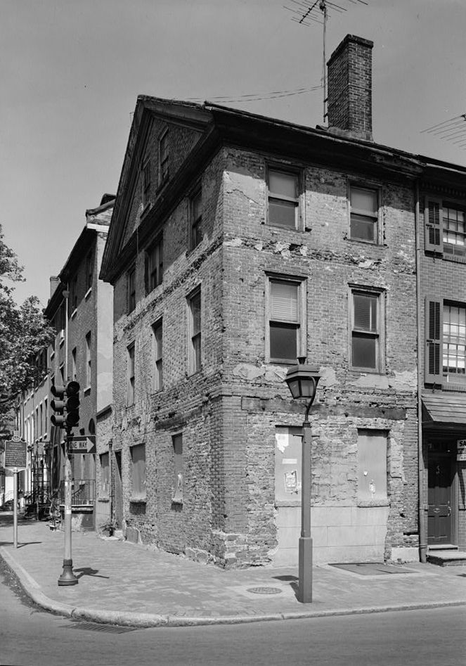 The Kosciuszko House fell into a state of disrepair by the 1970s.  It has obviously undergone extensive renovations since this photo was taken.