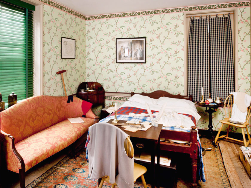 The bedroom where Kosciuszko recovered has been restored to how il looked in 1797 with period artifacts and furnishings.