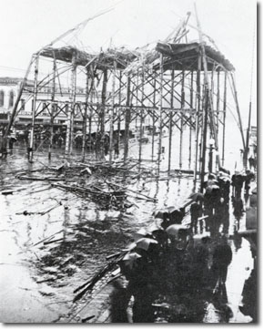 Collapse of the light tower in a 1915 gale (image from the City of San Jose)