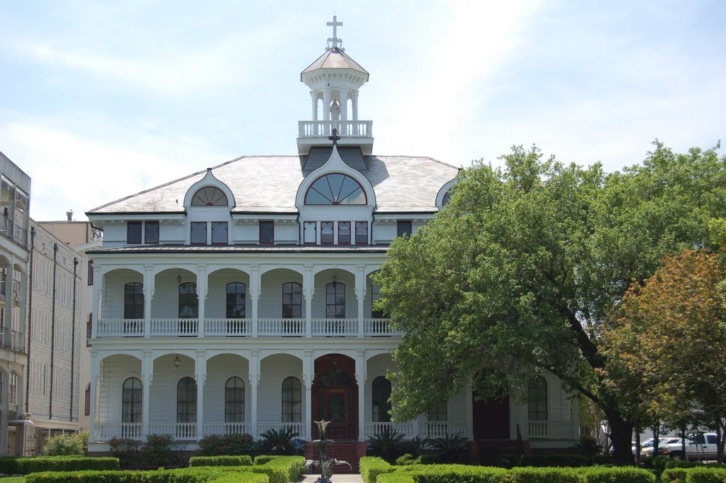 Construction of Greenville Hall began in 1882 and it became the administration building for St. Mary's Dominican College.