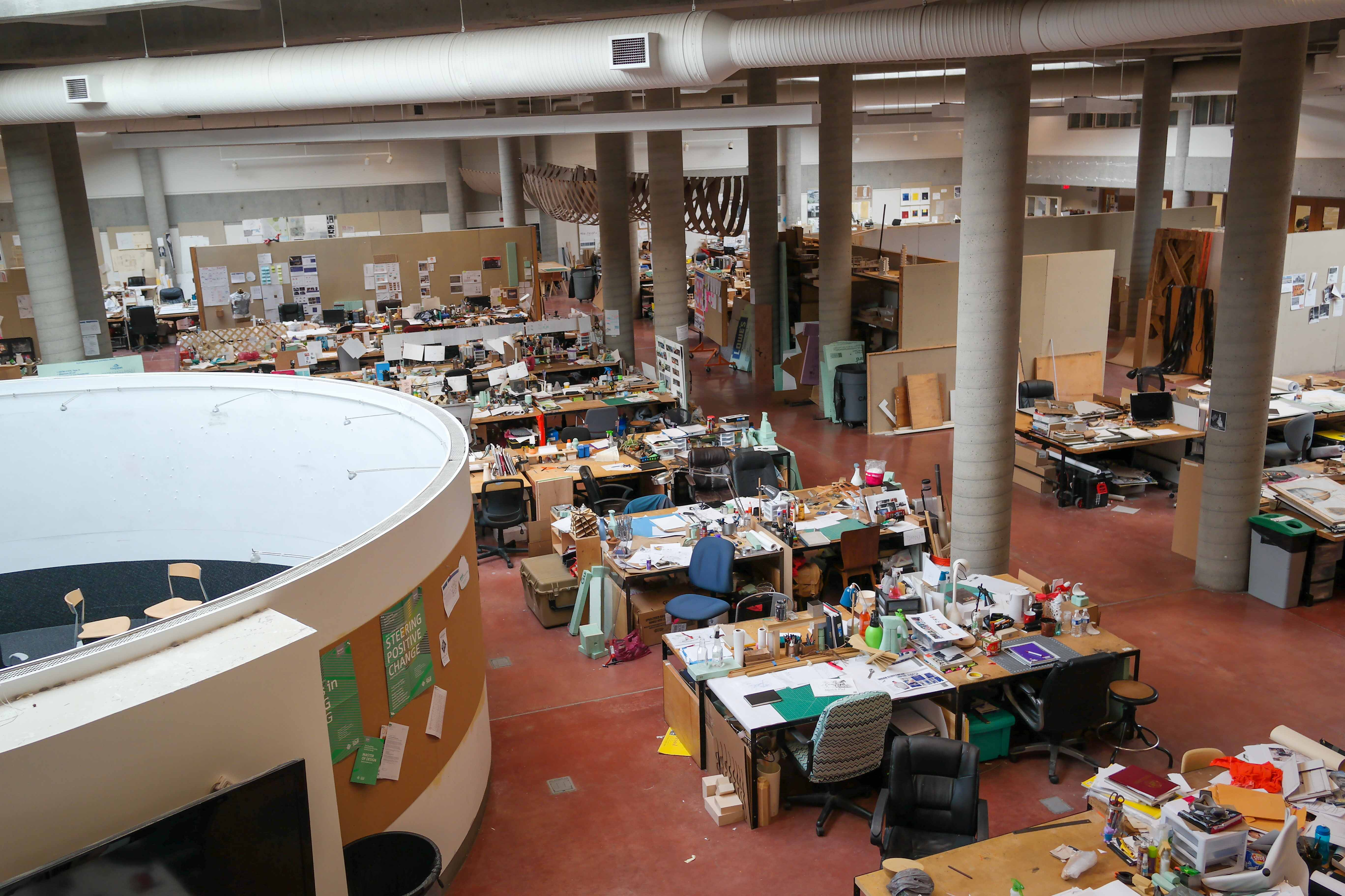 (Interior view) School of Architecture + Design; image by Smash the Iron Cage - Own work, CC BY-SA 4.0, https://commons.wikimedia.org/w/index.php?curid=39888414