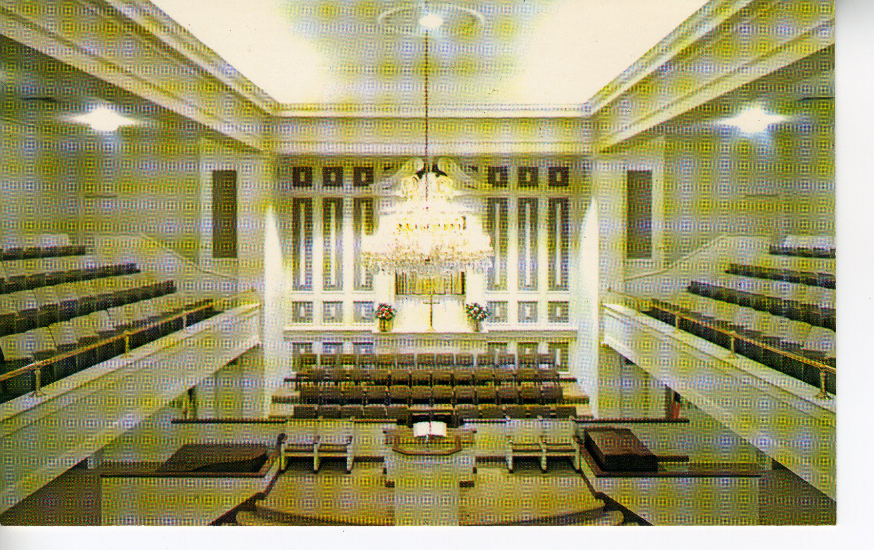The sanctuary after renovations in 1966. Courtesy of the Kenova Historical Commission.
