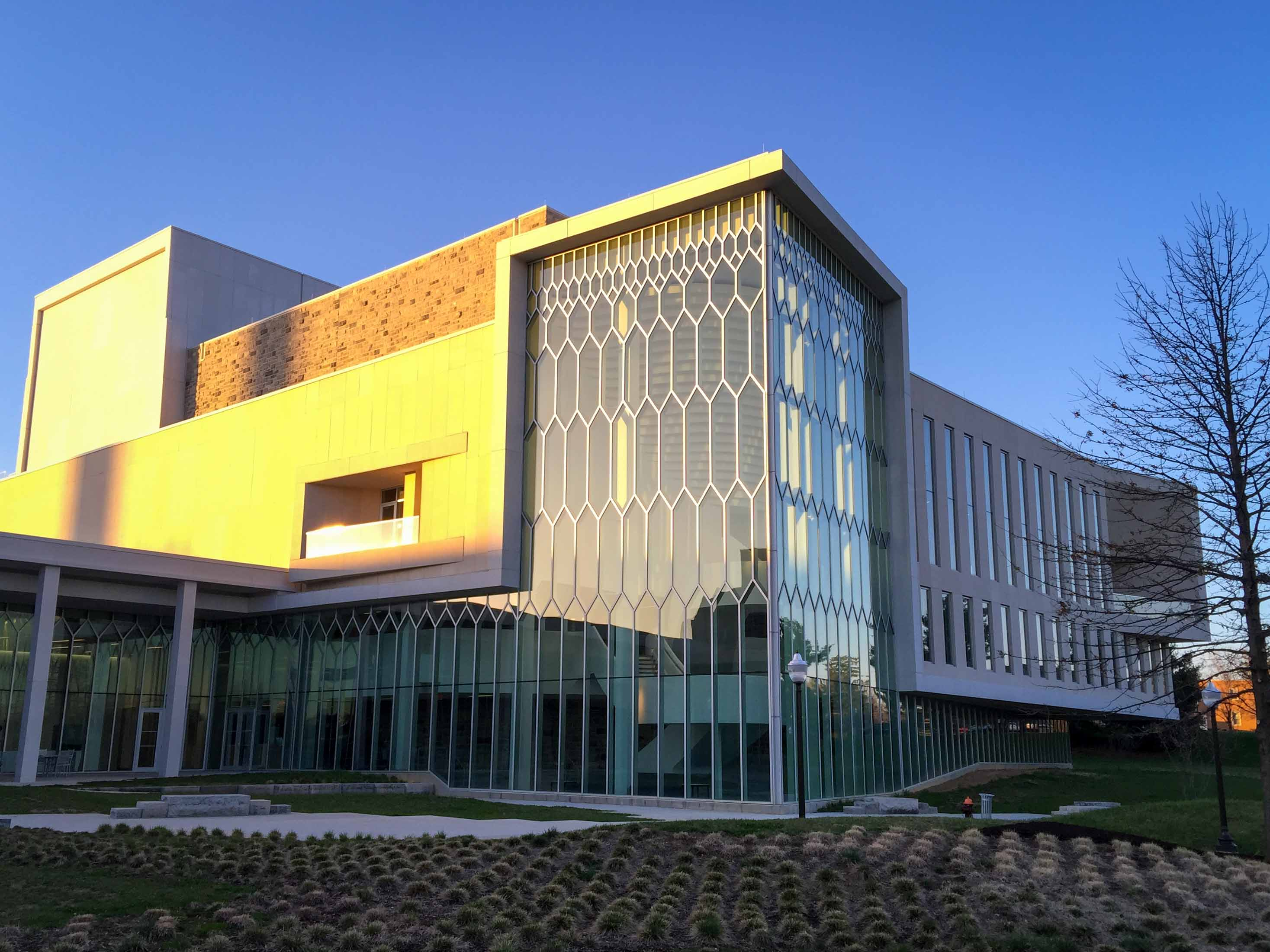 The Moss Arts Center is located on the campus of Virginia Tech; image by Smash the Iron Cage - Own work, CC BY-SA 4.0, https://commons.wikimedia.org/w/index.php?curid=39888408