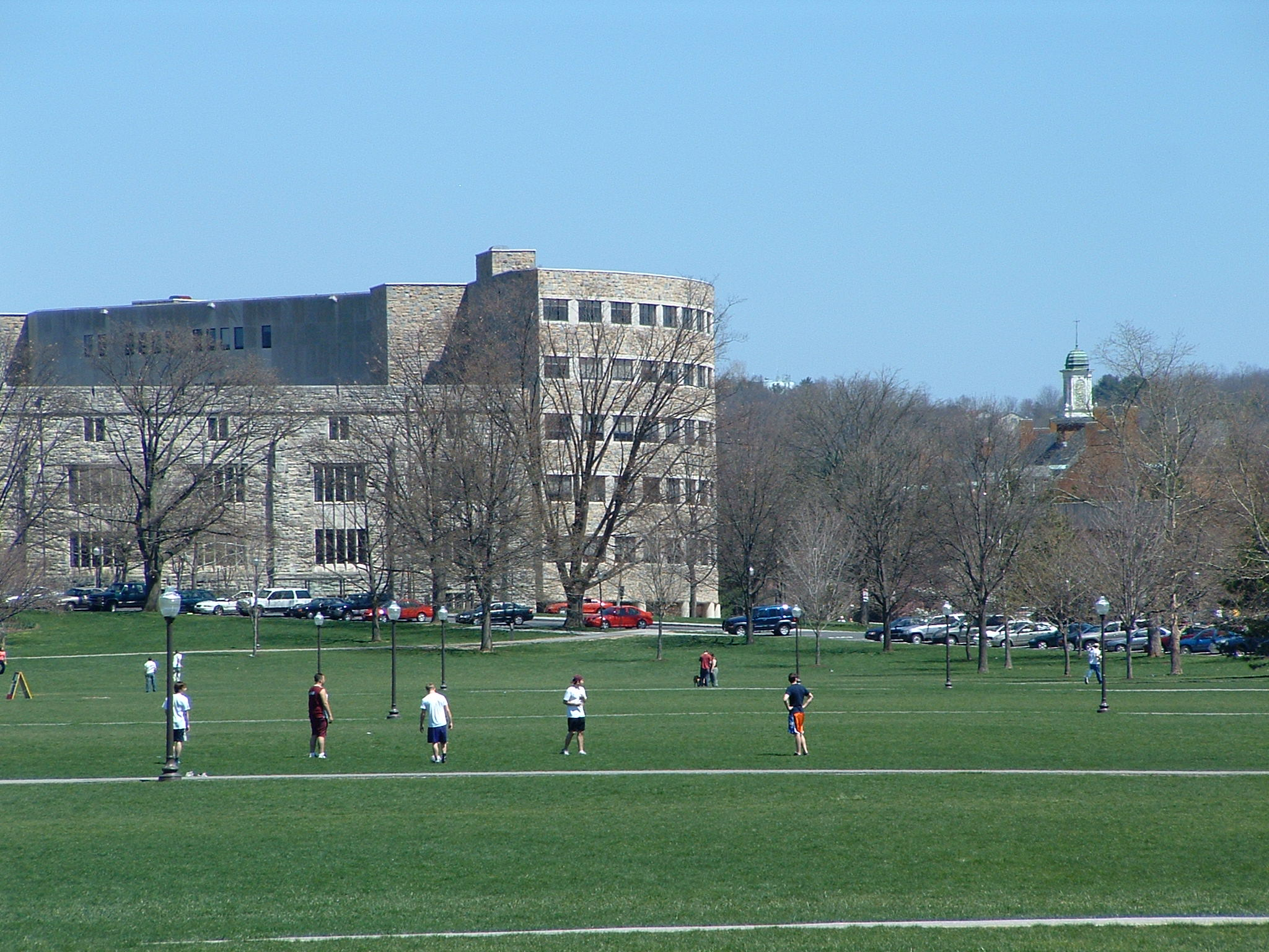(2005) View of Virginia Tech's Newman Library from the drillfield; image by Buridan - Own work, Public Domain, https://commons.wikimedia.org/w/index.php?curid=102798
