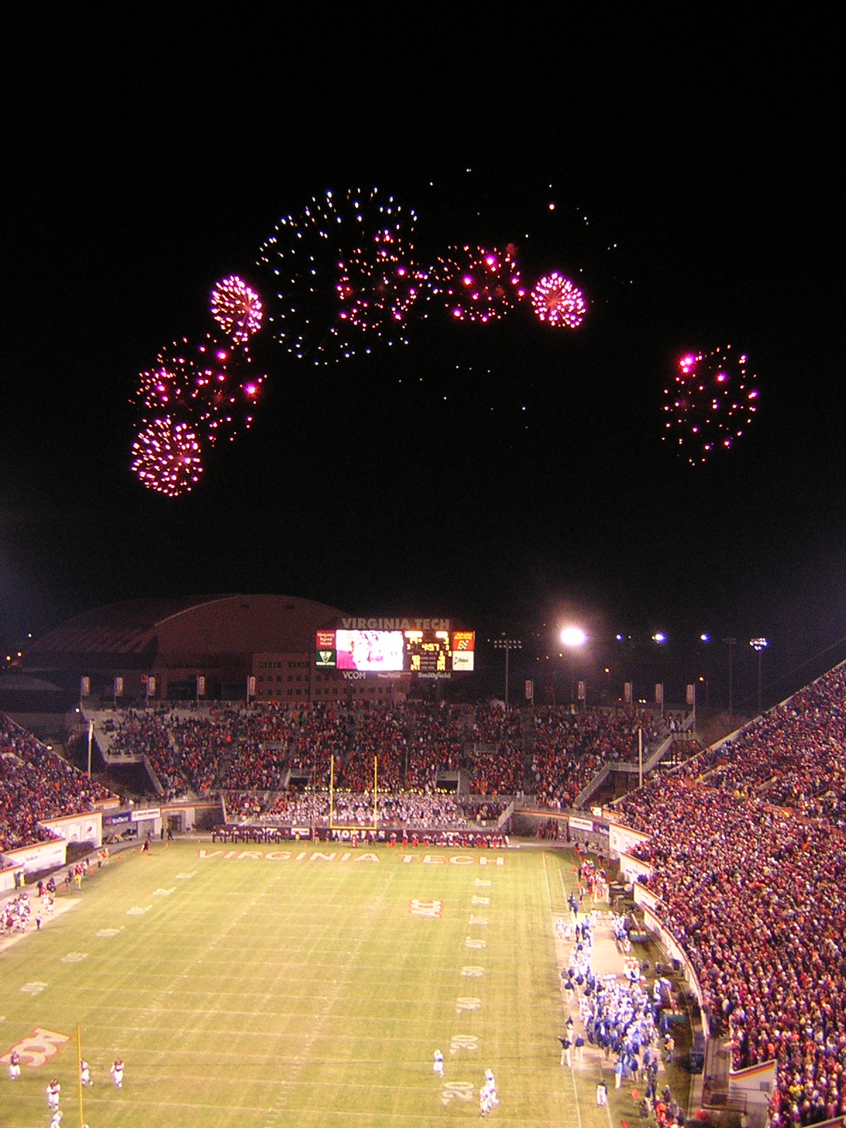 (2005) Fireworks over Lane Stadium, which houses the Hall of Fame Museum; image by By UserB - Own work, CC BY-SA 3.0, https://commons.wikimedia.org/w/index.php?curid=914427