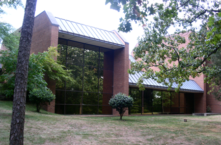 Congregation Bnai Israel's current temple, built in 1975.