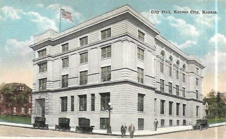 A postcard of City Hall in the 1920s