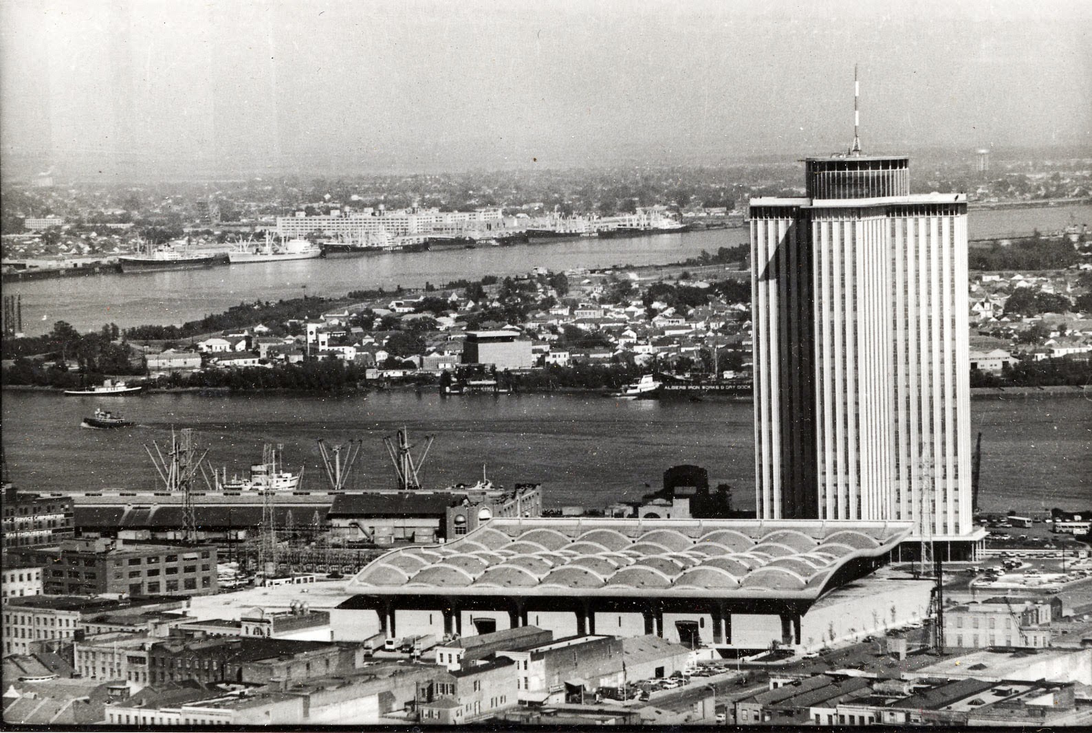 The building as it looked in 1969-1970. Matt Anderson, photographer. Mississippi River from Plaza Tower, New Orleans, LA. Circa 1970. Southeastern Architectural Archive, Special Collections Division, Tulane University Libraries.