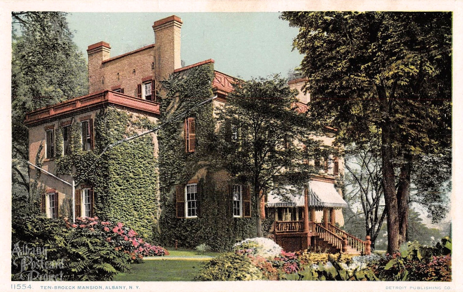 This postcard featured a picture of the mansion taken sometime between 1915 and 1930.