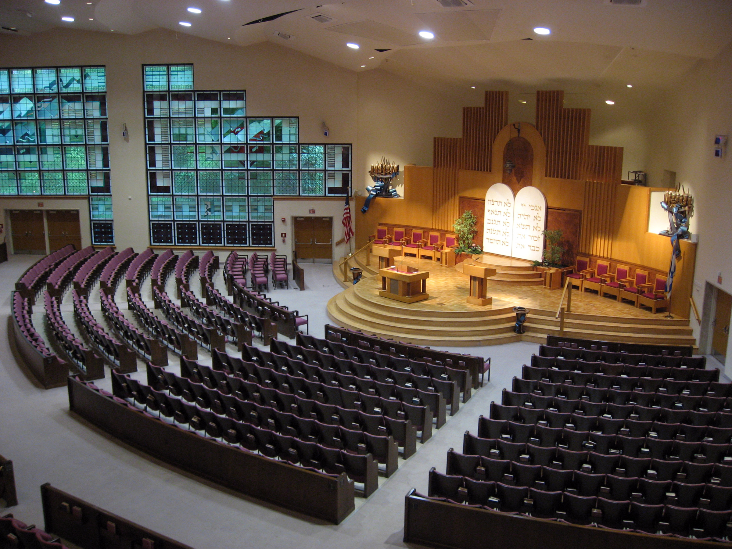 Kaufmann Sanctuary, which can seat over 2,000 people. Washington Hebrew Congregation. (Image reproduced under Fair Use.)